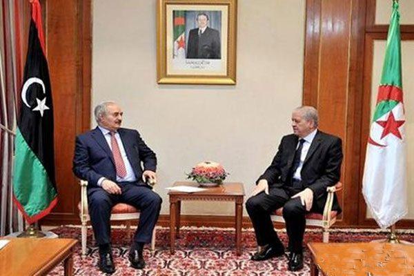 الجزائر رفضت استقبال حفتر بالزيّ العسكري