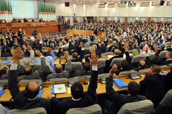 الأغلبية: رئاسية أم برلمانية؟