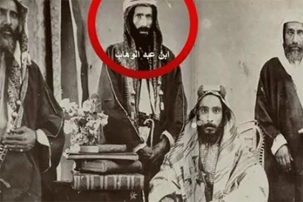 """الوهابية.. """"يناير"""" حرام و""""العيد الوطني السعودي"""" حلال..!"""