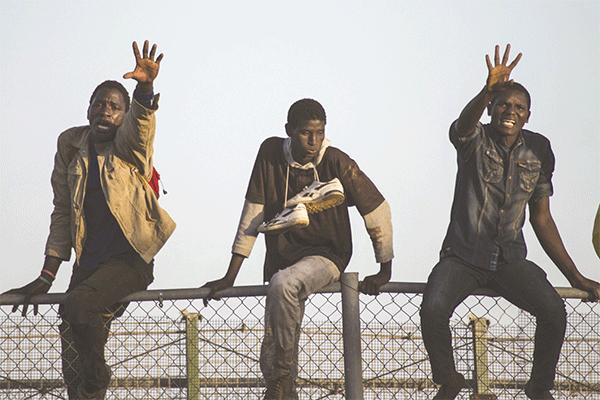 الجزائريون والمهاجرون الأفارقة.. أزمة حقيقة أم عنصرية؟
