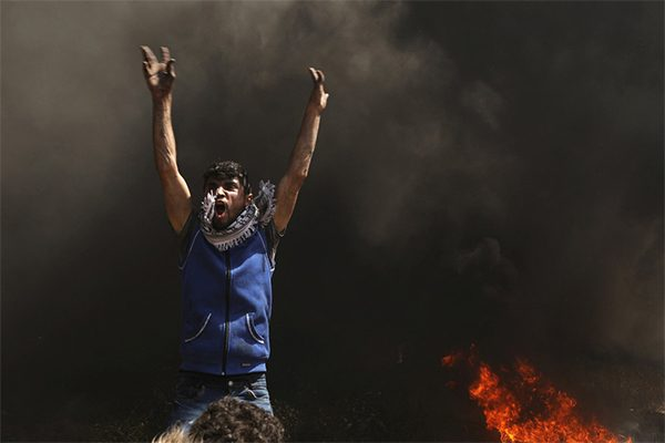 غزة تكتبُ بالدمِ تاريخَها وتسطرُ في المجدِ اسمَها