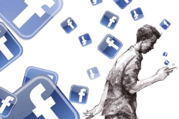 الفايسبوك أتاح للكثيرين التحدث دون مراجع