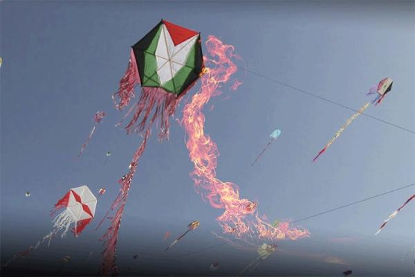 البالونات الحارقة.. تهديدٌ اقتصادي وقلقٌ سكاني