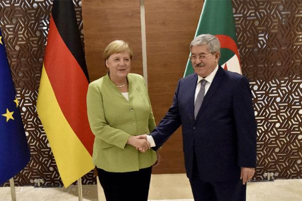 """تهميش العربية وتفضيل الفرنسية في الجزائر.. """"ميركل"""" شاهدة!"""