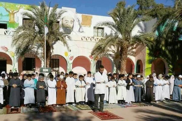 ما فائدة الصلاة في المدارس الجزائرية؟!