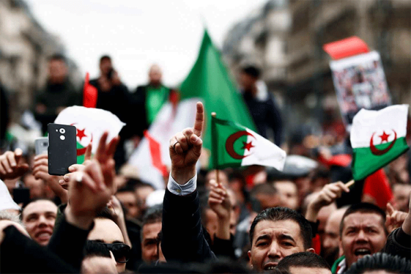 حراك الجزائر.. هؤلاء هم صانعوه!