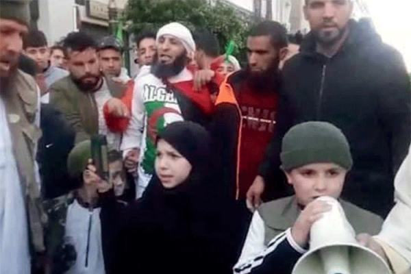 لا داعش لا أفغان.. في حراك الشعب الجزائري!