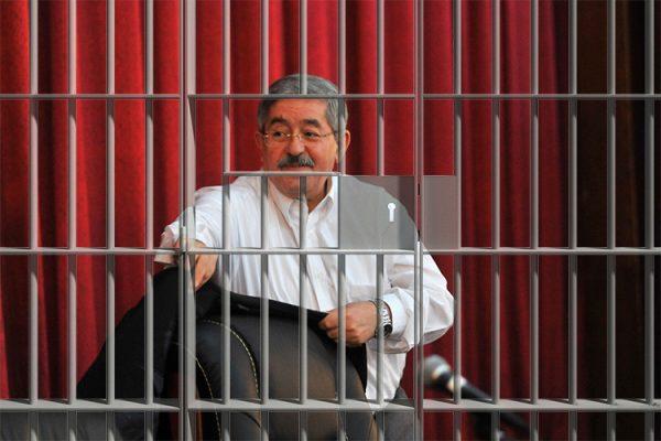 أحمد أويحيى قد يُسجن 20 عاما..!