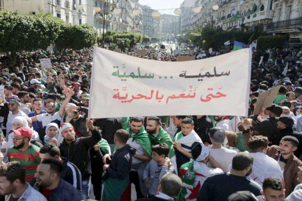 بين الحراك والنظام في الجزائر