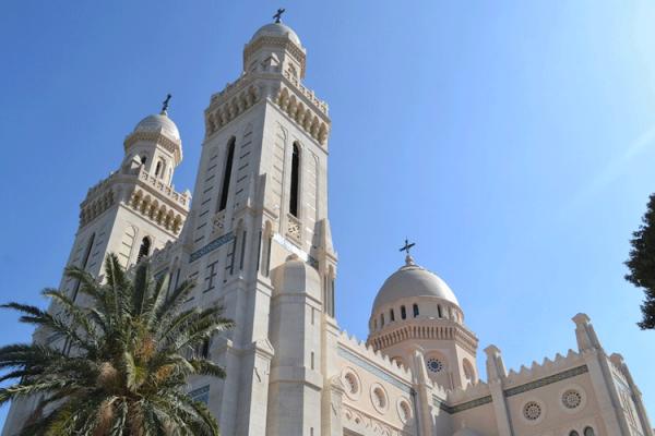 """الكنيسة البروتستانتية بالجزائر.. """"باريس"""" تلعب دور """"إبليس""""!"""