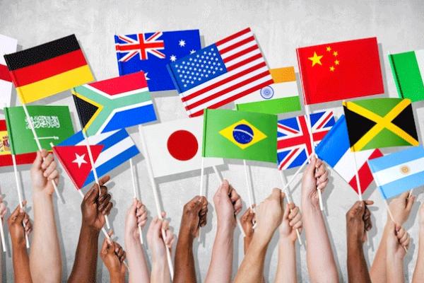 اللغات بريئة… معشر المثقفين والدكاترة