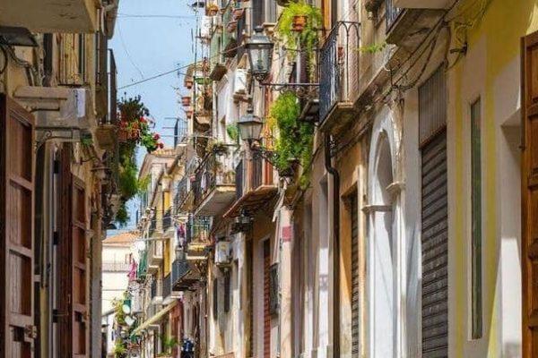 قرية إيطالية تبيع منازلها بـ1 يورو.. من يشتري؟