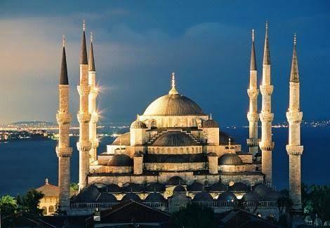 في إعادة مسجد محمد الفاتح إلى وظيفته الروحانية