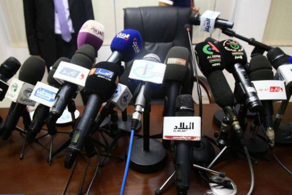 """50 قناة جزائرية """"تنشط خارج القانون""""!"""
