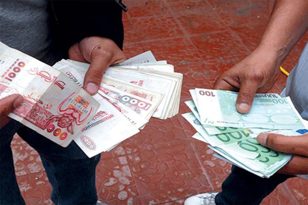 """انهيار كبير لـ """"الدينار"""" مقابل """"الأورو"""" و""""الدولار""""!"""