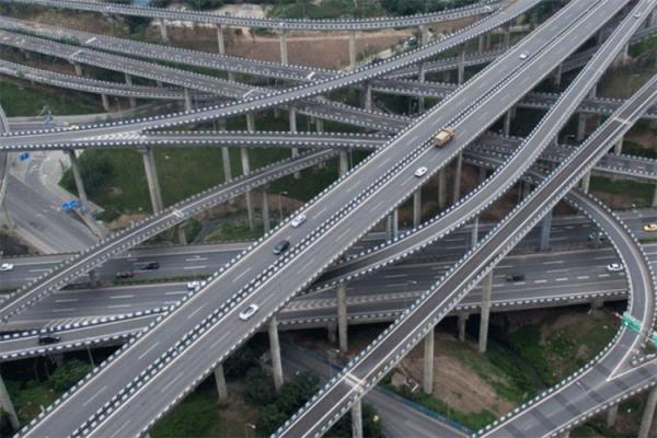 الجزائر تفكر في تشييد طوابق من الطرق السريعة