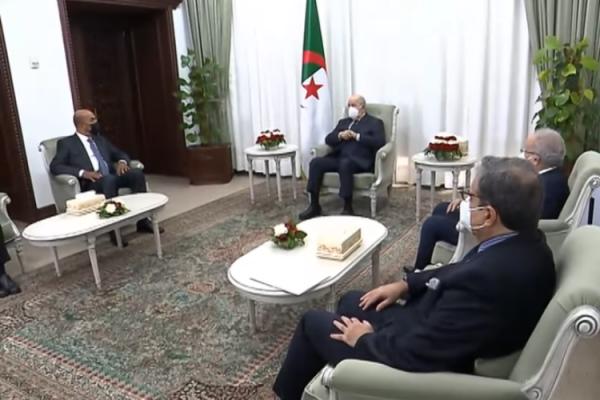الرئيس تبون يؤكد دعم الجزائر لحل الأزمة الليبية