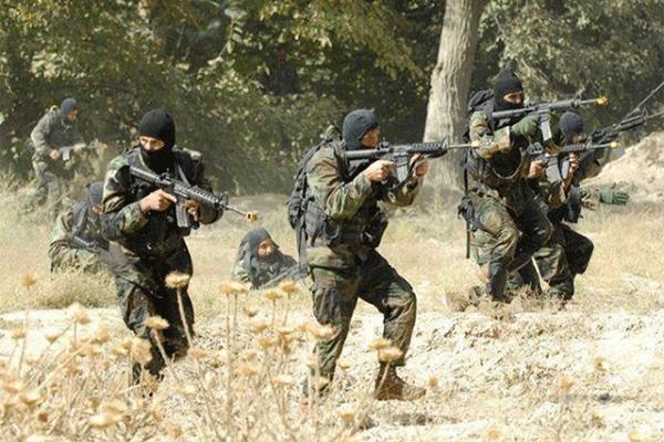 """سكان المدية يحتفلون مع الجيش بعد معركة """"الرواكش"""""""