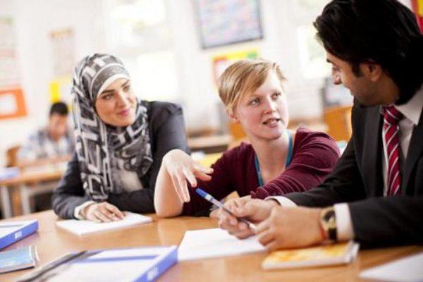 قنصلية بريطانيا بالجزائر تعلّم الشباب الإنجليزية